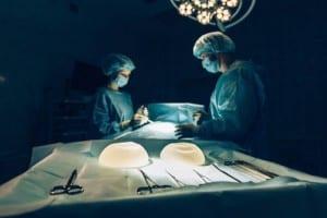 Aumento de pecho en Valencia Dr. Moltó con prótesis de silicona