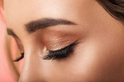 Aplicación maquillaje despues de blefaroplastia